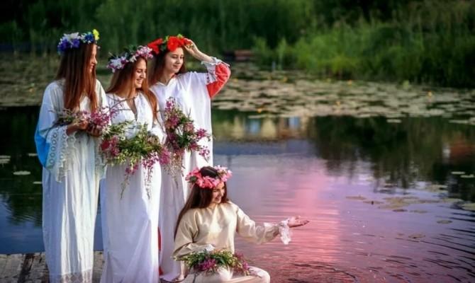 «На Ивана, на Купала» фольклорный праздник.