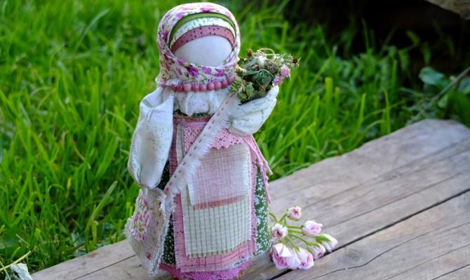 Показ видеозаписи  часа информации «Куклы-обереги».