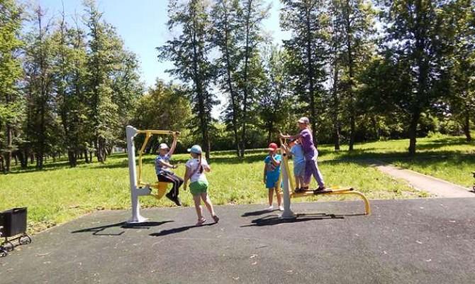 Подвижные игры в парке п.Ясенки.