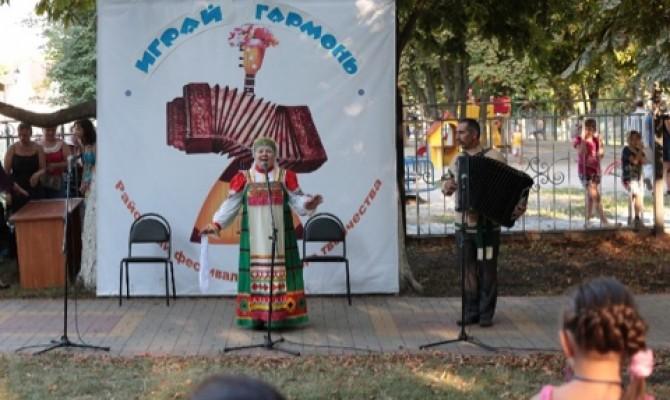 Традиционный праздник народной музыки и песни «Играй, гармонь».