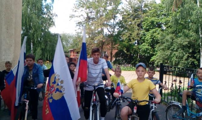 Юдановский ДК поздравляет с Днём России.