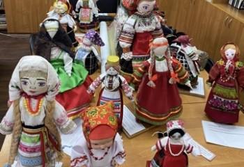Завершился конкурс на лучшую сувенирную куклу в народном костюме сел Бобровского района.